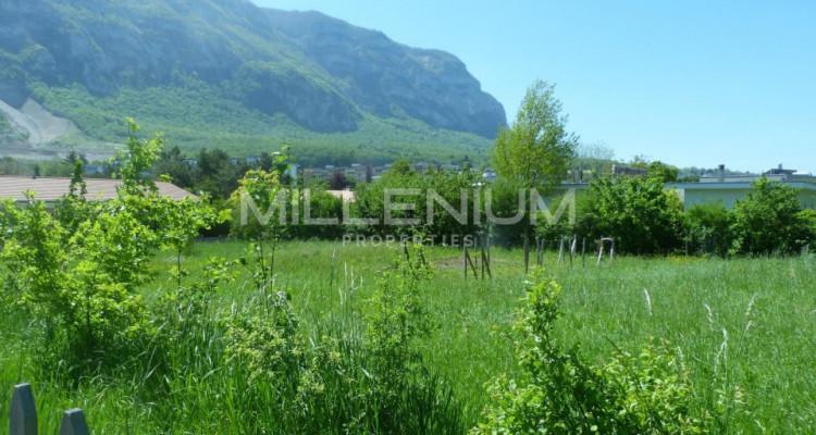 Terrain à bâtir de 1200 m² à Veyrier. image 1