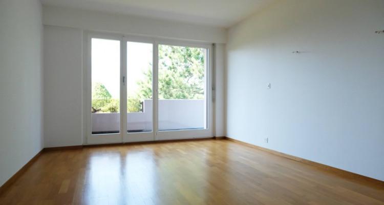 Magnifique duplex 5,5p // 4 chambres // Jardin + Terrasse image 3
