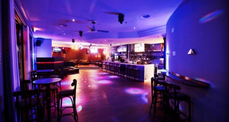 À Remettre: Bar/Pub avec salle de jeux et chicha. image 1