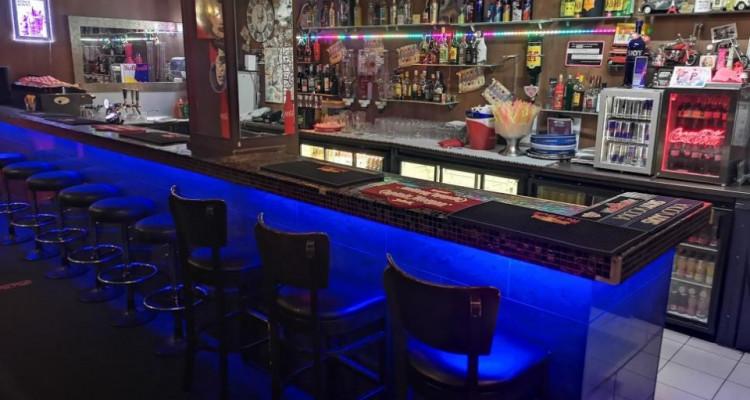 À Remettre: Bar/Pub avec salle de jeux et chicha. image 2
