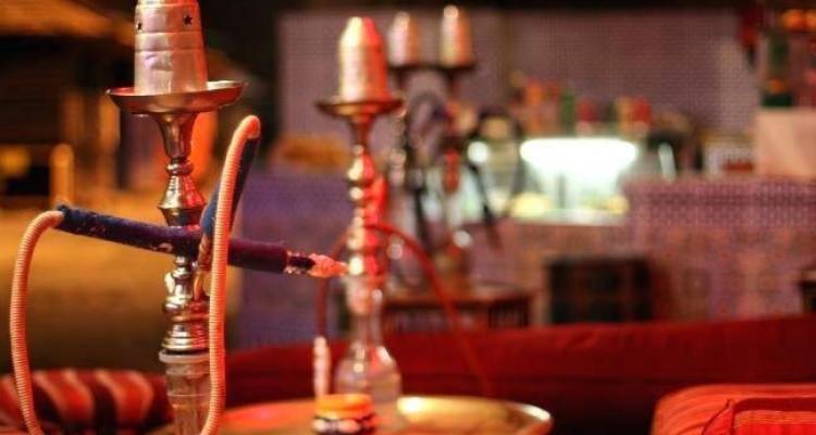 À Remettre: Bar/Pub avec salle de jeux et chicha. image 3