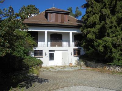 Belle villa de 10 pièces à rénover image 1