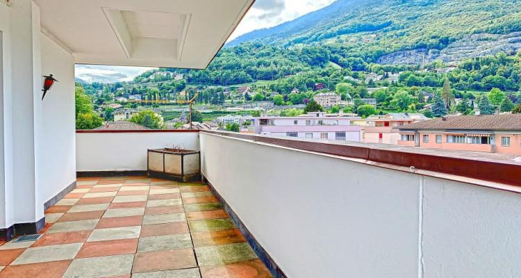 FOTI IMMO - Un ATTIQUE de 4,5 pièces avec 60 m2 de terrasse autour ! image 6