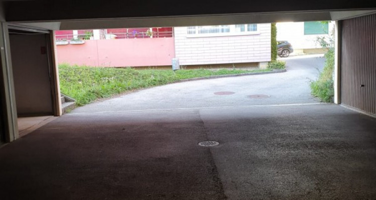 Parking dans un garage // Adresse: Fleur de Lys 27, 2074 Marin  image 3