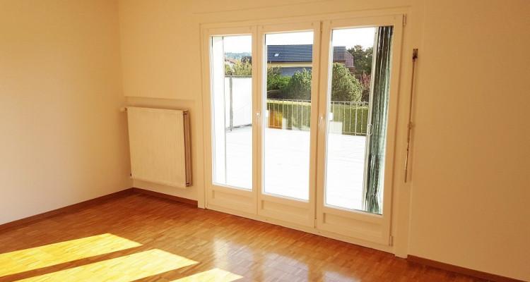 Bel appartement 3.5p / 2 chambres / Grande terrasse -Vue lac montagnes image 2