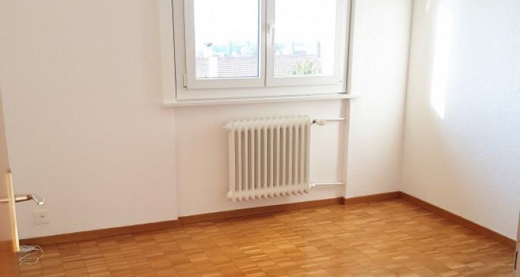 Bel appartement 3.5p / 2 chambres / Grande terrasse -Vue lac montagnes image 3