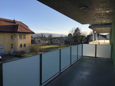 Lumineux et bel appartement 3.5 pces grand balcon à Lussy - FR image 1