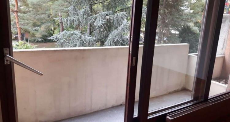 Grand et magnifique studio situé à Champel. image 2