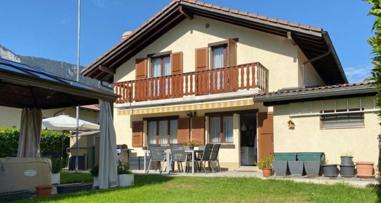 FOTI IMMO - Jolie villa de 4,5 pièces jumelée par les garages. image 1