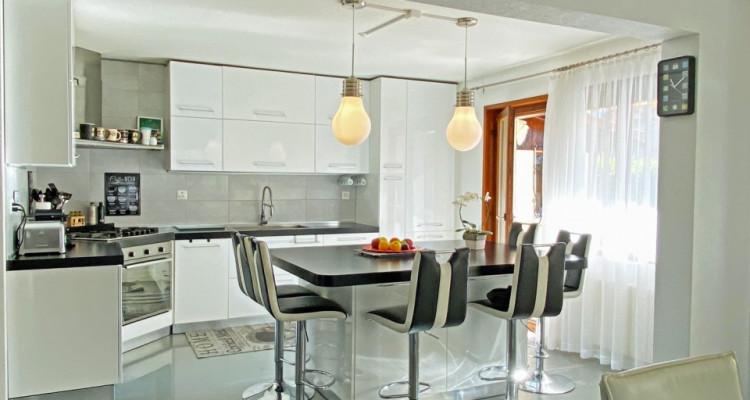 FOTI IMMO - Jolie villa de 4,5 pièces jumelée par les garages. image 3
