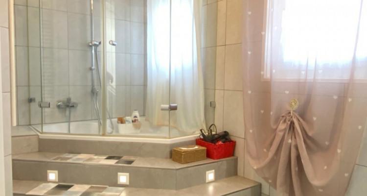 FOTI IMMO - Jolie villa de 4,5 pièces jumelée par les garages. image 6