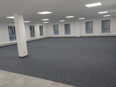 Bureau 166 m2 dans halle multifonction image 1