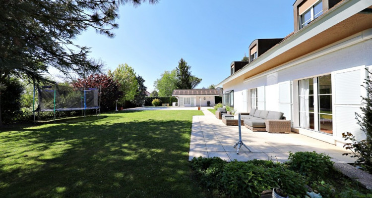 VISITE 3D - Villa dexception Terre-Sainte / 5 chambres / Piscine  image 1