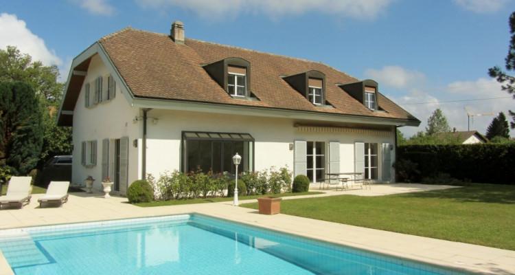 VISITE 3D - Villa dexception Terre-Sainte / 5 chambres / Piscine  image 2