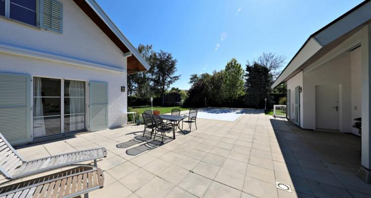 VISITE 3D - Villa dexception Terre-Sainte / 5 chambres / Piscine  image 3