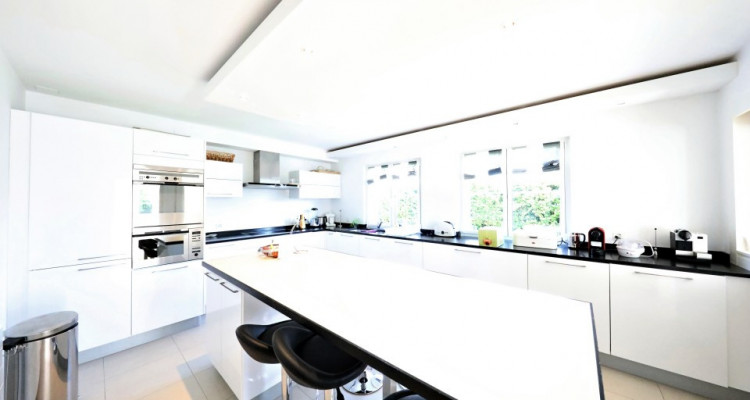 VISITE 3D - Villa dexception Terre-Sainte / 5 chambres / Piscine  image 7
