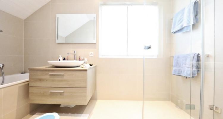 VISITE 3D - Villa dexception Terre-Sainte / 5 chambres / Piscine  image 9