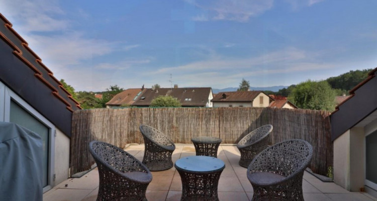 Superbe attique avec terrasse et 2 Pk image 4
