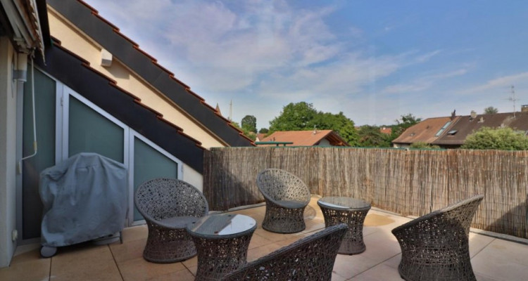 Superbe attique avec terrasse et 2 Pk image 5