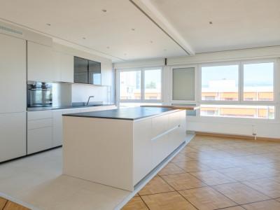 Appartement 143 m2 rénové avec goût.  image 1