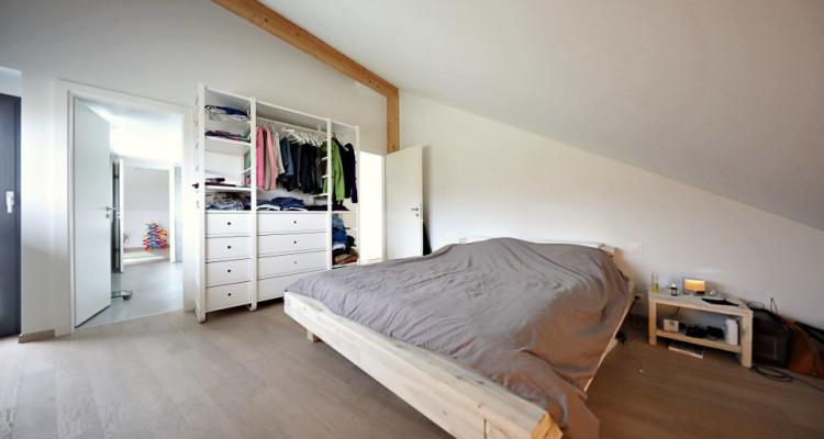 Superbe villa mitoyenne de 6,5p / 4 CH / 2SDB - Jardin - Vue lac image 5