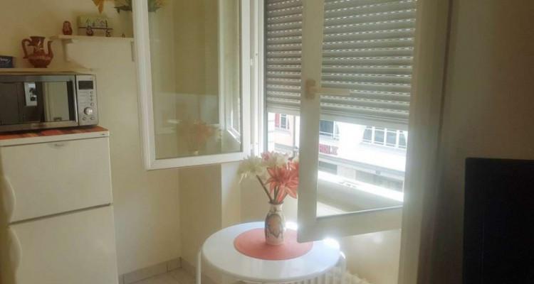 Appartement de 2.5 pièces situé dans le quartier des Pâquis. image 2