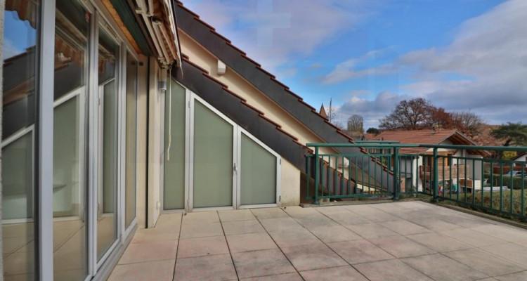 Superbe attique avec terrasse et 2 Pk image 2