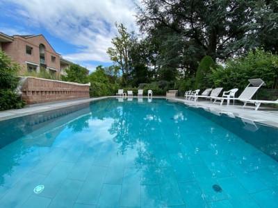 Spacieux triplex au calme avec piscine dans un joli parc à Bellevue image 1