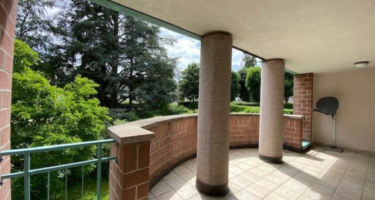 Spacieux triplex au calme avec piscine dans un joli parc à Bellevue image 2