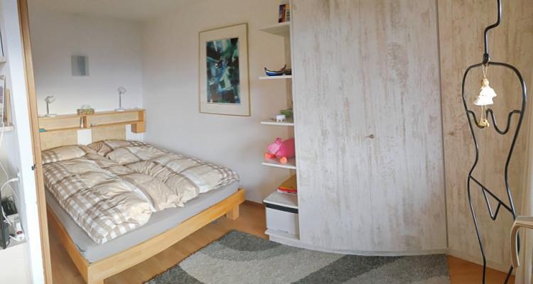 Magnifique appart meublé 2,5 p / 1 chambre / 1 SDB / balcon avec vue image 3