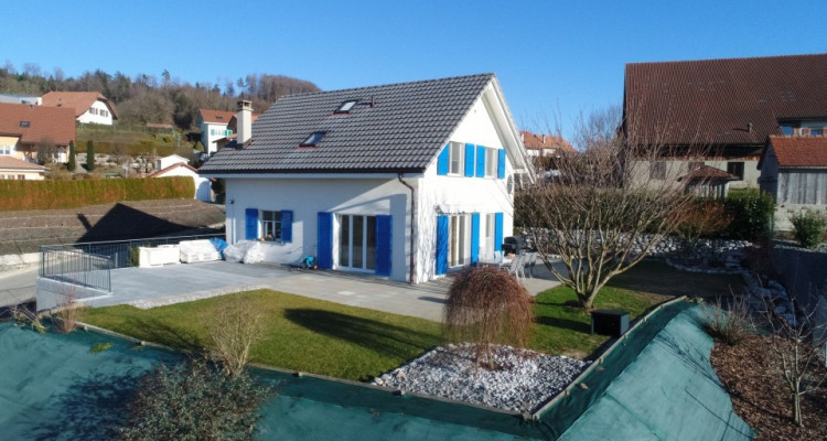 Villa parfaitement entretenue et son grand studio 2 pièces à vendre!  image 2