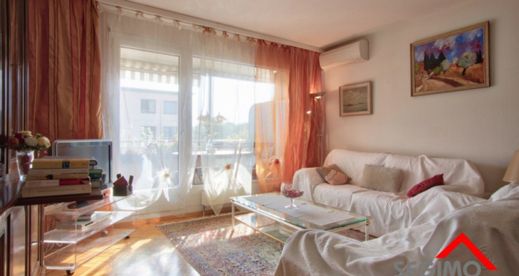 Spacieux appartement de 4.5 pièces proche UN    image 2
