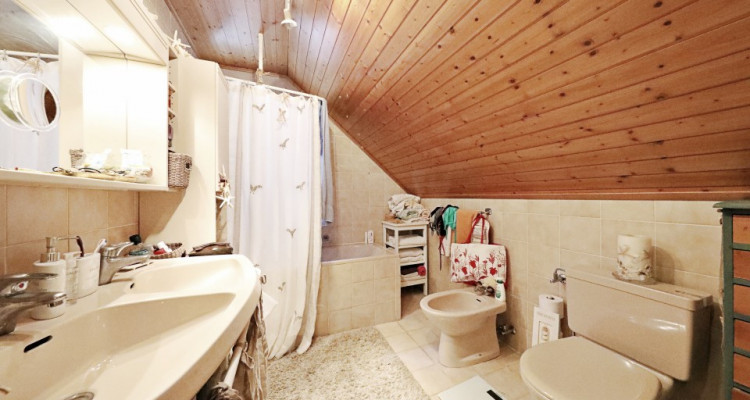 Splendide villa mitoyenne / 4 chambres / 3 SDB / Jardin / Piscine image 8