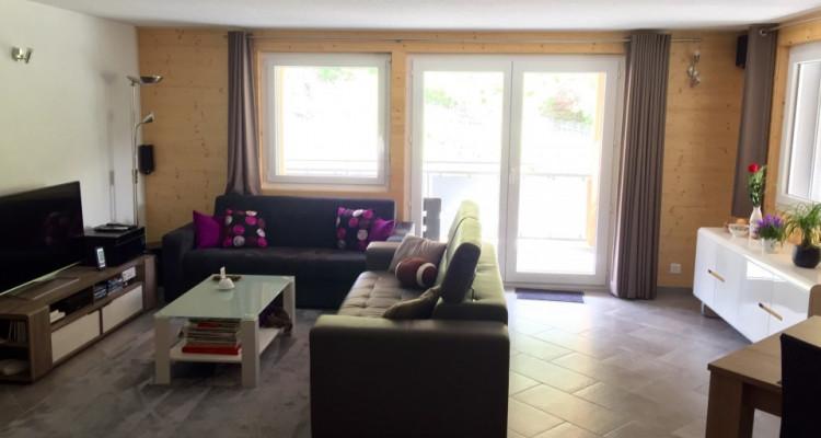 Appartement boisé plein de cachet avec garage image 1