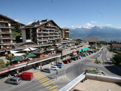 Magnifique appartement de 3 pièces au centre du village avec belle vue sur la vallée image 1