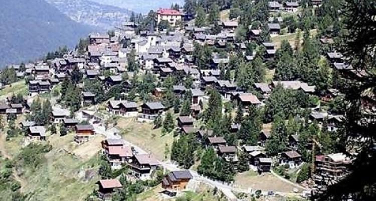 Station de ski St-Luc, 2 lots à vendre image 1