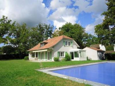 Grande villa individuelle avec piscine.  image 1