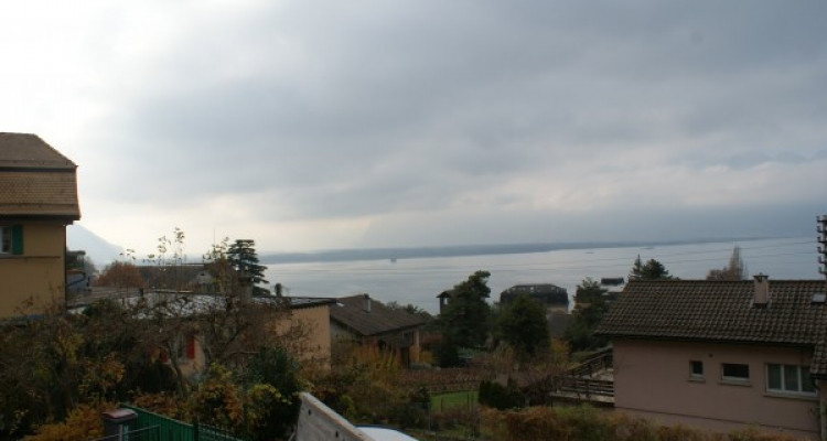A 2 min. de Montreux, magnifique appartement meublé et rénové de 135 m² habitables avec une vue panoramique sur le lac et les Alpes image 2