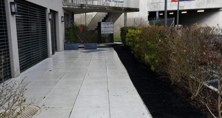 Mies : Commerce ou bureau - à côté de la gare de Mies image 11