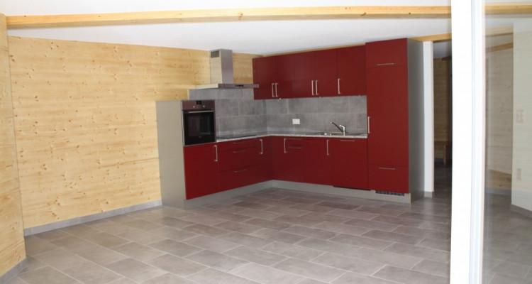 Appartement boisé plein de cachet avec garage image 2