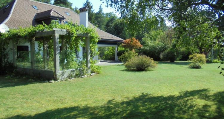 Belle villa de 10 pièces à rénover image 2