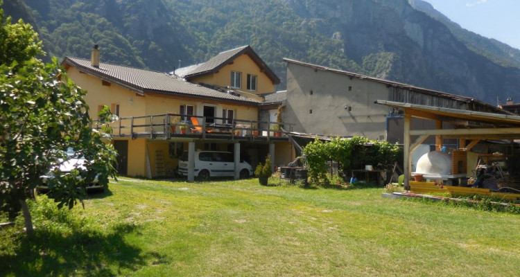 Maison villageoise 6 appts, grange et terrain constructible en sus image 2