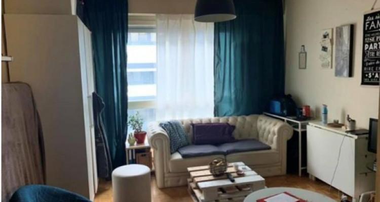Bel appartement de 3 pièces situé dans le centre-ville de Genève.  image 2