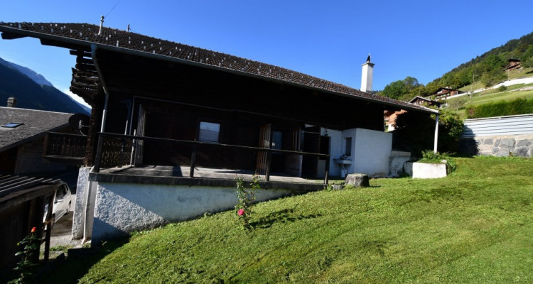 Chalet sympa avec magnifique vue, deux terrasses, un gran séjour avec cheminée image 3