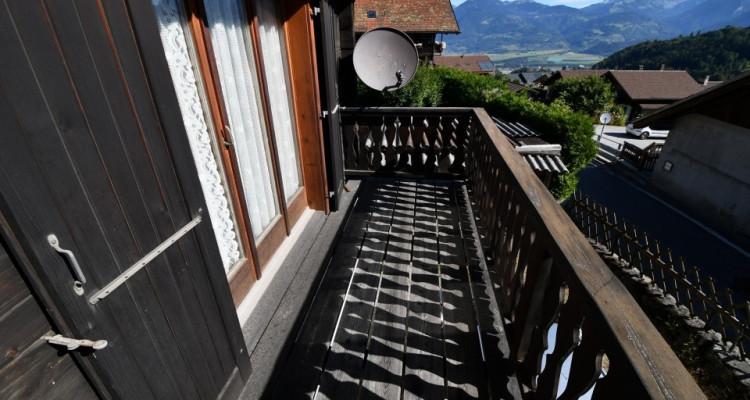 Chalet sympa avec magnifique vue, deux terrasses, un gran séjour avec cheminée image 4