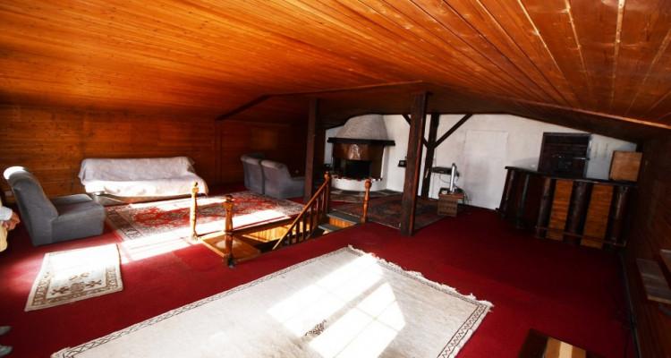Chalet sympa avec magnifique vue, deux terrasses, un gran séjour avec cheminée image 7