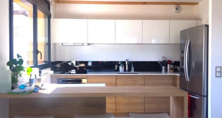 Top floor family apartment with 4 bedrooms, 5min from Geneva image 1