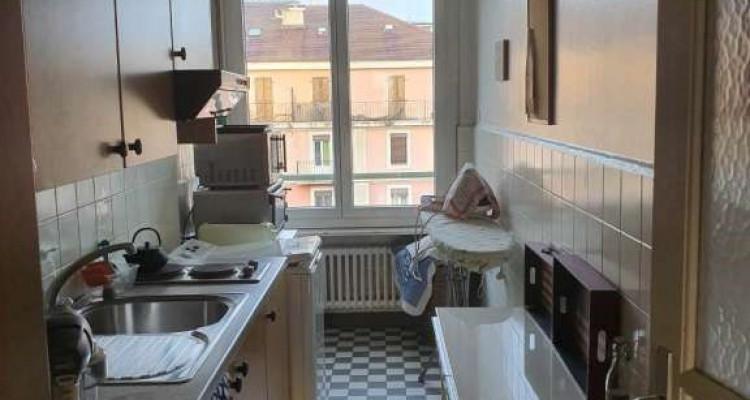 Bel appartement de 2.5 pièces situé à Saint-Jean. image 2