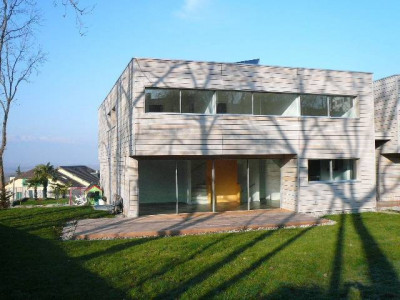Belle villa récente avec jardin image 1
