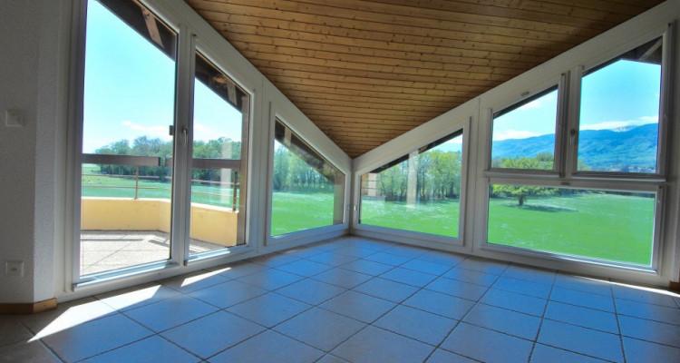 Magnifique attique de 5,5 pièces dans un quartier paisible de Duillier  image 1